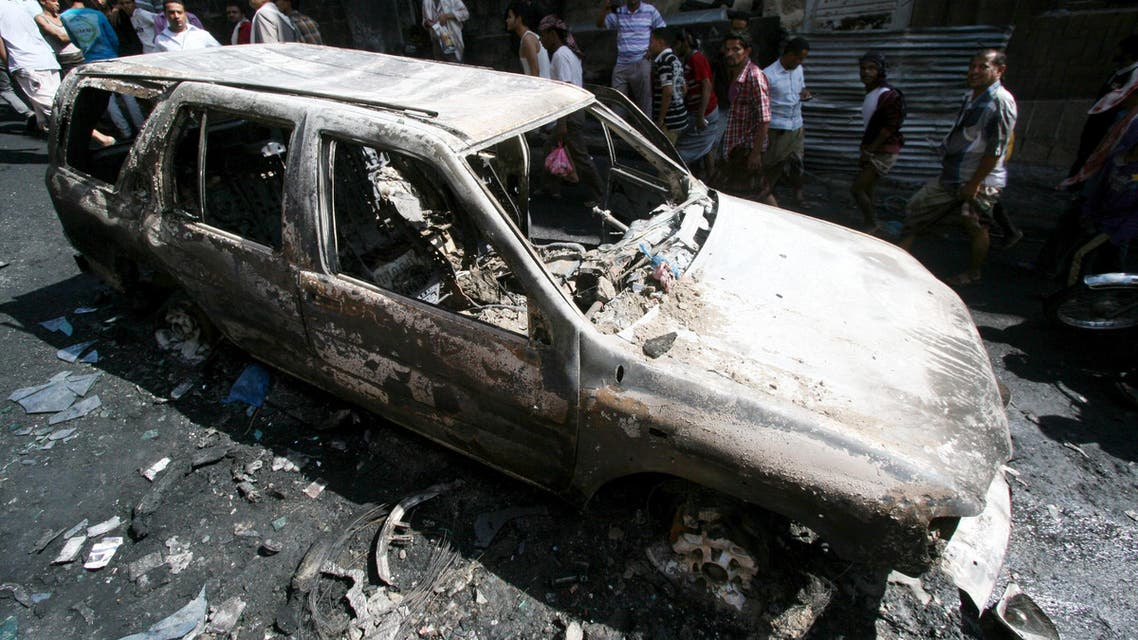 People look at the remains of a car that caught fire after a fuel truck was set ablaze during clashes between Houthis and fighters of the Popular Resistance Committees in Yemen's southwestern city of Taez. (File: Reuters)