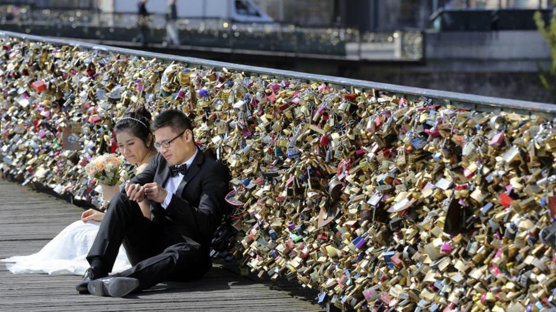جسر الفنون أقفال الحب باريس