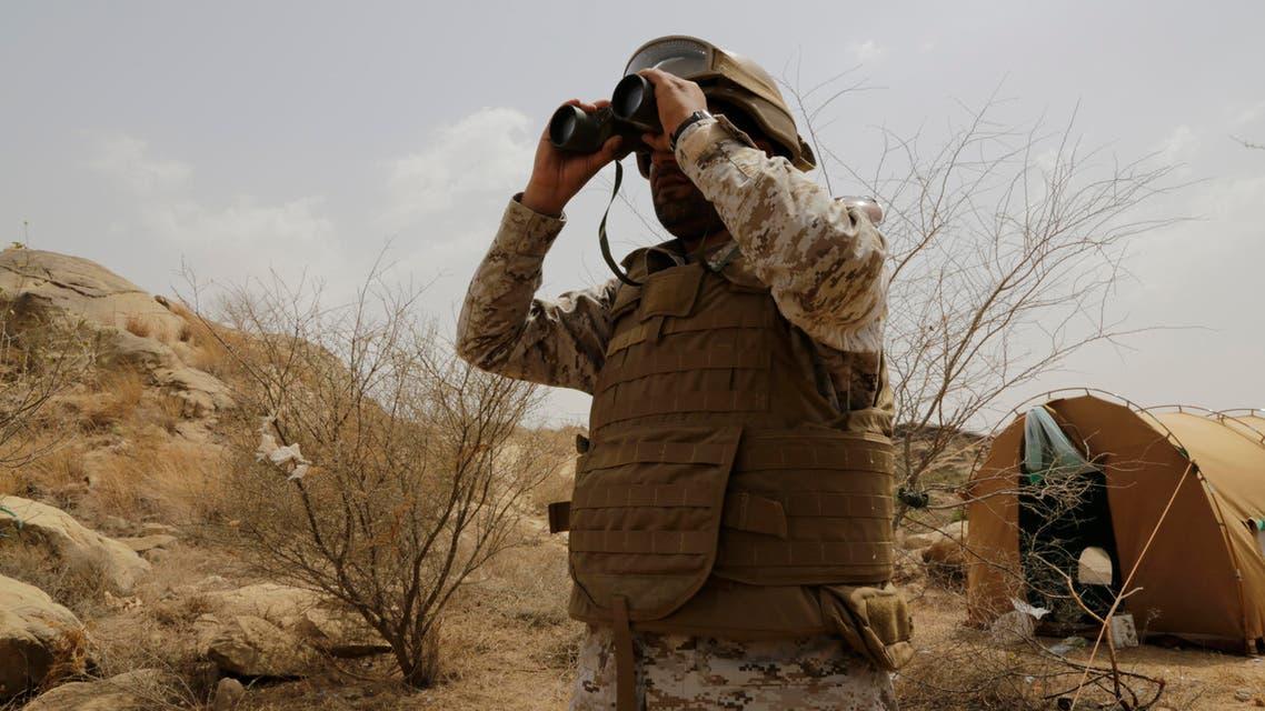 A Saudi soldier looks with binoculars toward the border with Yemen in Jazan, Saudi Arabia, Monday, April 20, 2015. (File photo: AP)