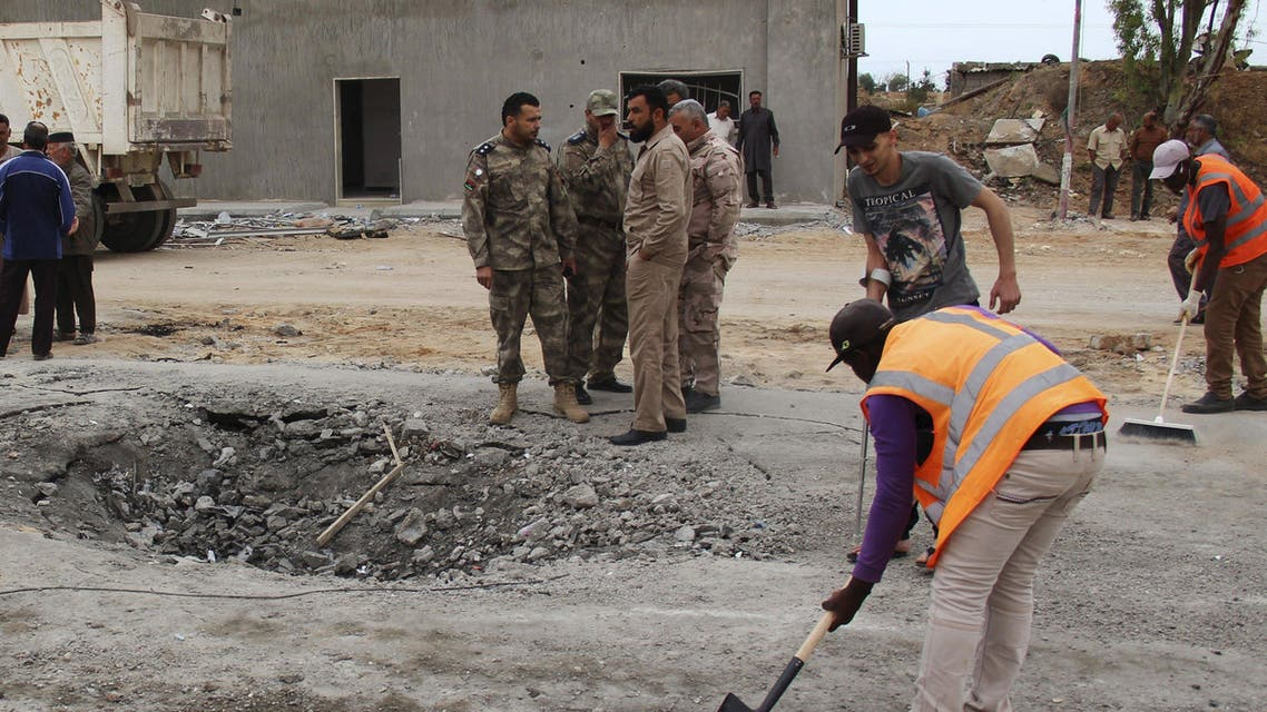 Workers clean the ground after a suicide car bomber blew himself up at a checkpoint in Dafniya outside Mistrata, Libya May 31, 2015. (Reuters)