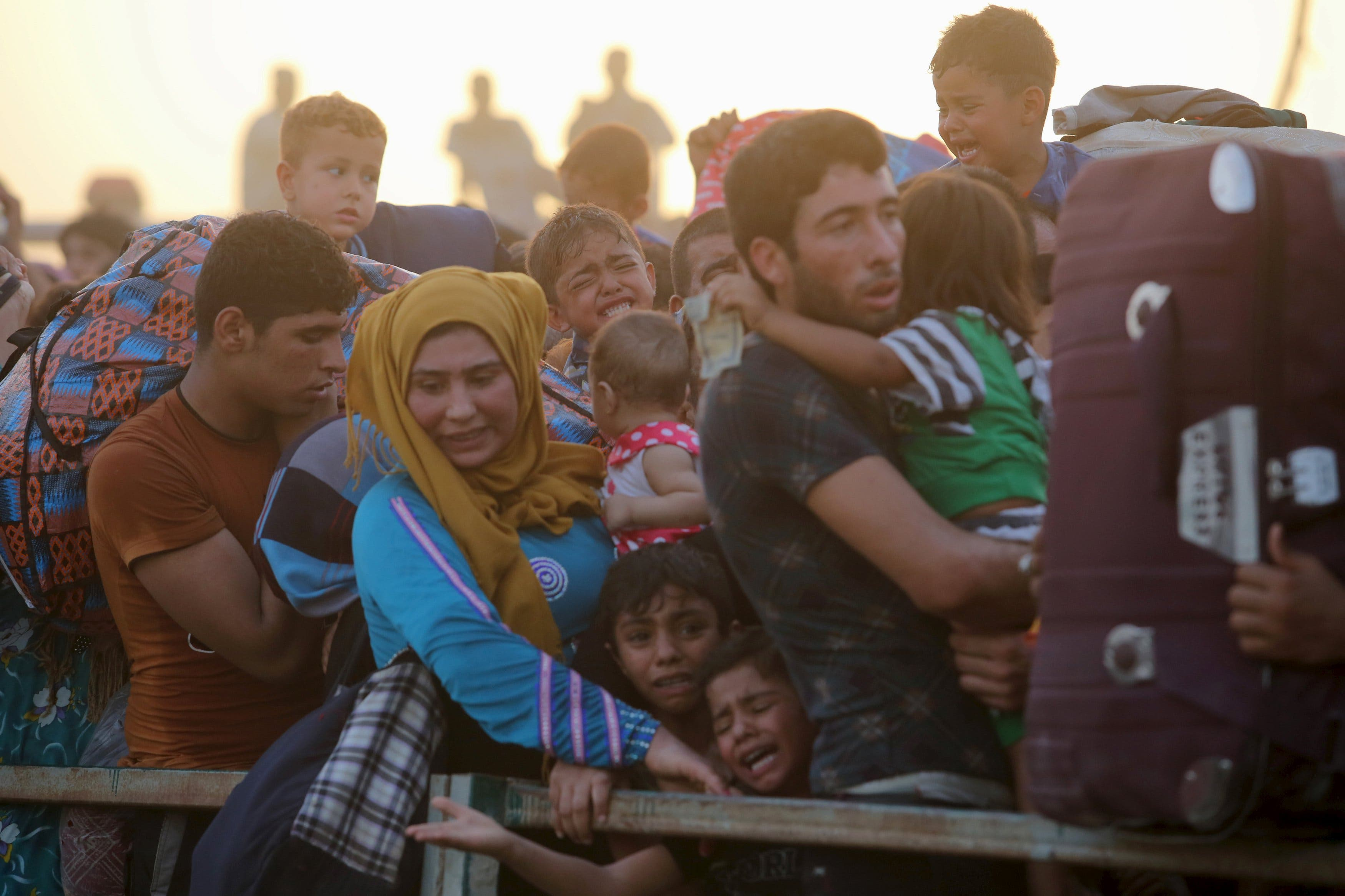 Displaced Sunni people, who fled the violence in the city of Ramadi, arrive at the outskirts of Baghdad. (Reuters)