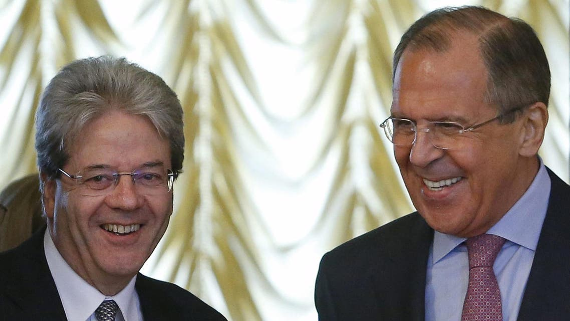 Russian Foreign Minister Sergei Lavrov (R) and his Italian counterpart Paolo Gentiloni enter a hall during their meeting in Moscow, Russia, June 1, 2015. REUTERS/Sergei Karpukhin