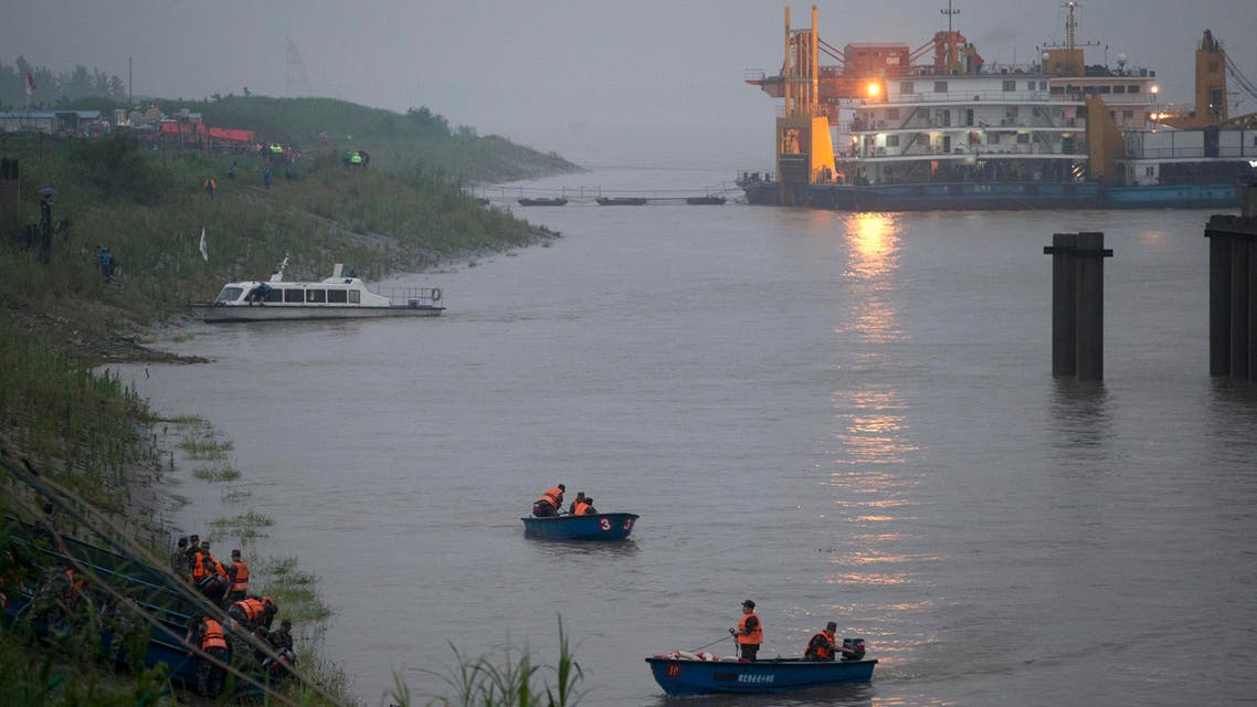 Chinese soldiers ride their boats to the embankment after their search and rescue operation near a capsized cruise ship on the Yangtze River in Jianli in central China's Hubei province, Tuesday, June 2, 2015. (AP)