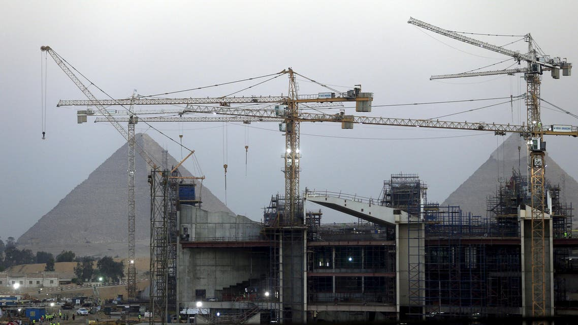 Construction is seen at the new museum in front of the Giza pyramids area, on the outskirts of Cairo, Egypt, May 18, 2015. (Reuters)
