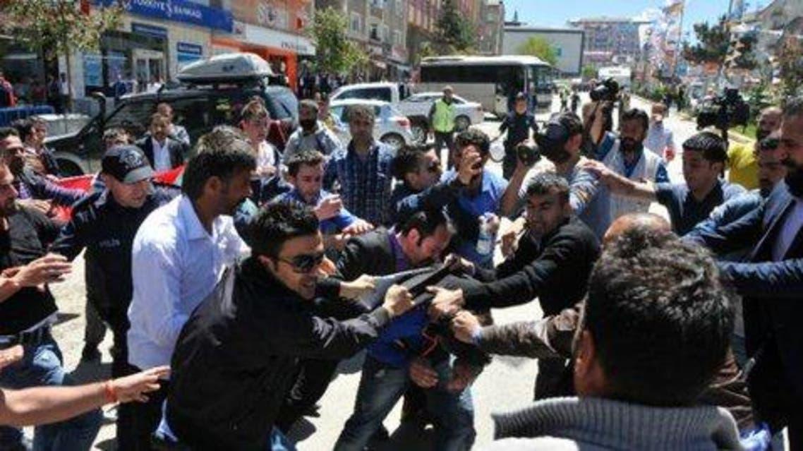 مواجهات بين قوميين وأكراد عشية الانتخابات في تركيا