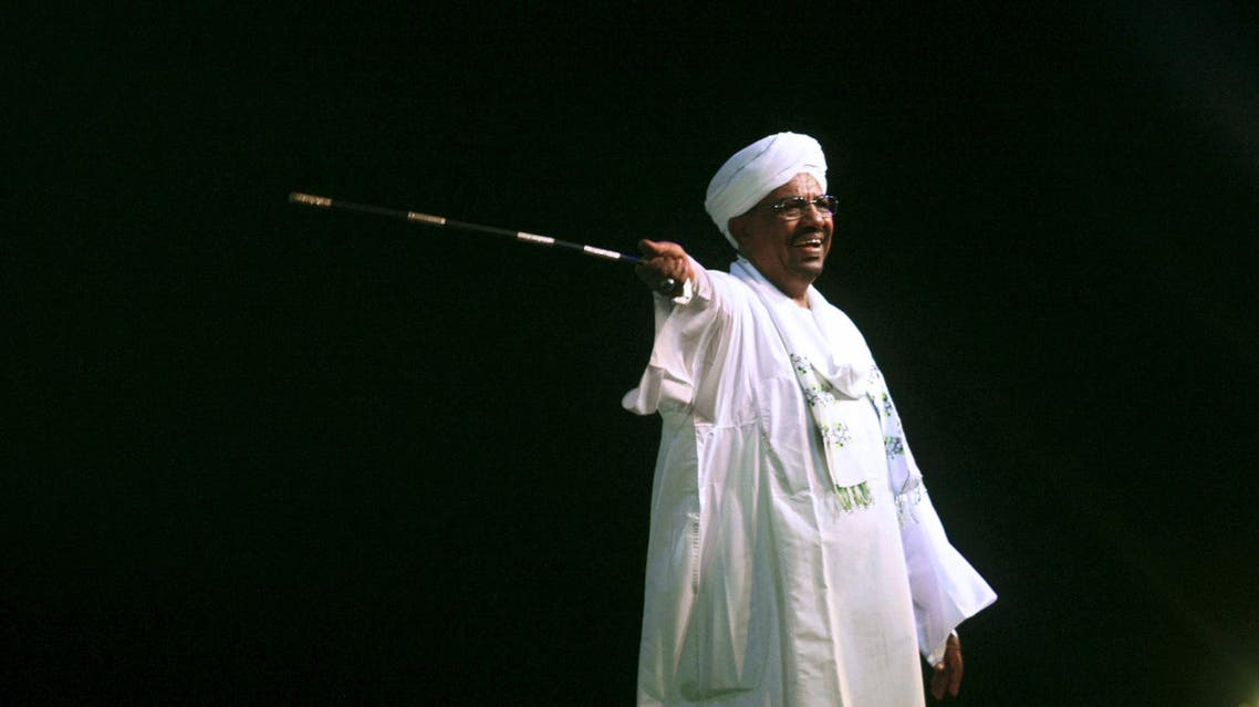 Sudan's President Omar Hassan al-Bashir speaks to the crowd after a swearing-in ceremony at green square in Khartoum, June 2, 2015. (File: Reuters)