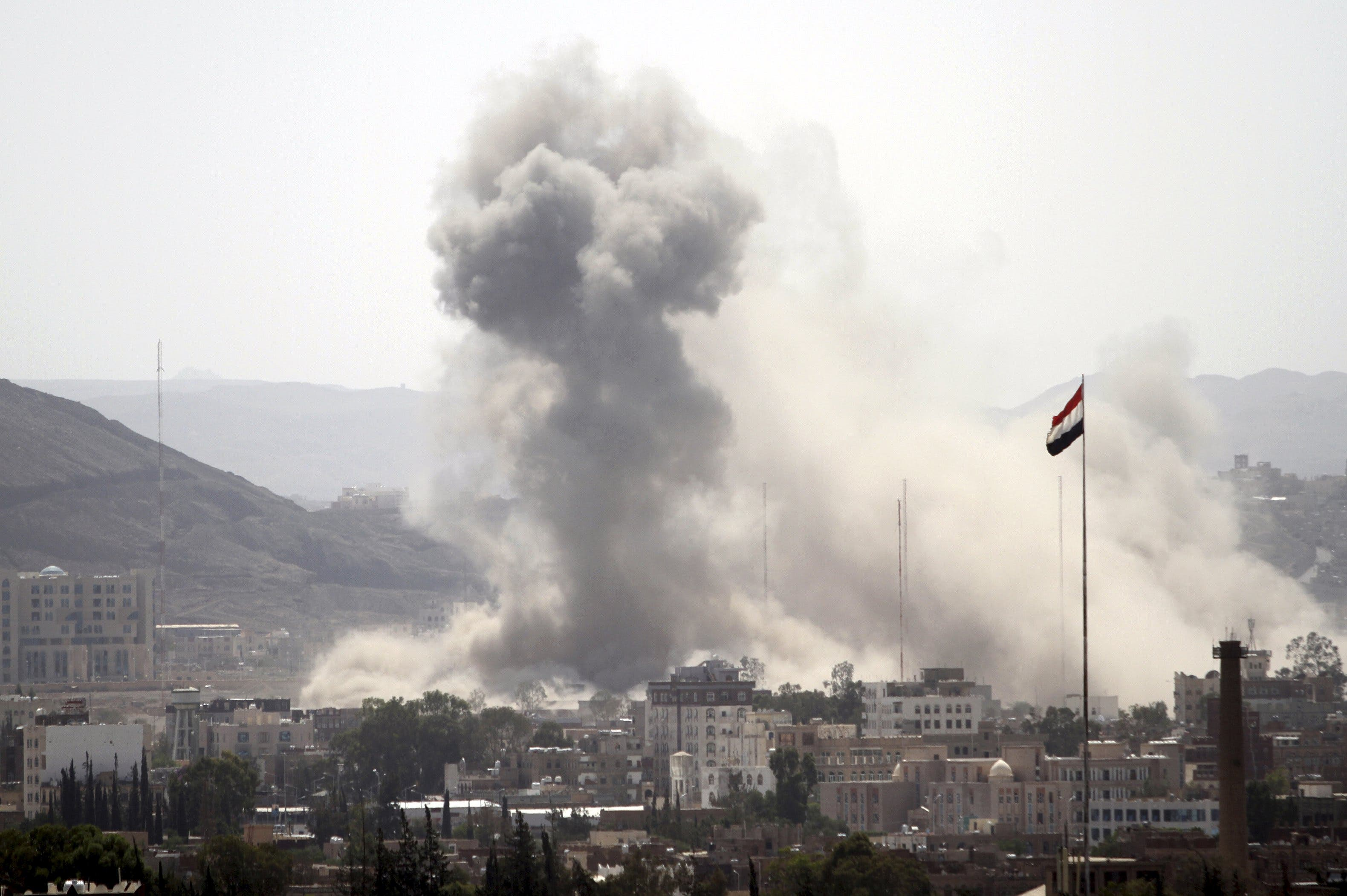 Smoke billows from a Houthi-controlled military site after it was hit by a Saudi-led air strike in Sanaa, Yemen, June 3, 2015. (File: Reuters)