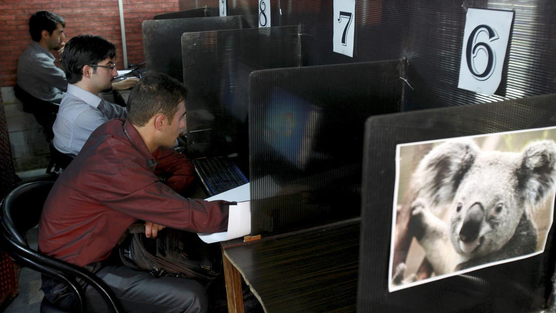 Iranians surf the Internet at a cafe in Tehran, Iran, Tuesday, Sept, 17, 2013. (File Photo: AP)