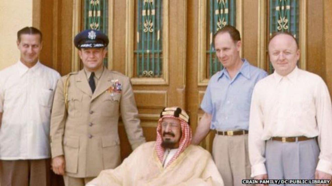 صور نادرة للملك عبدالعزيز أثناء زيارة فريق طبي أمريكي