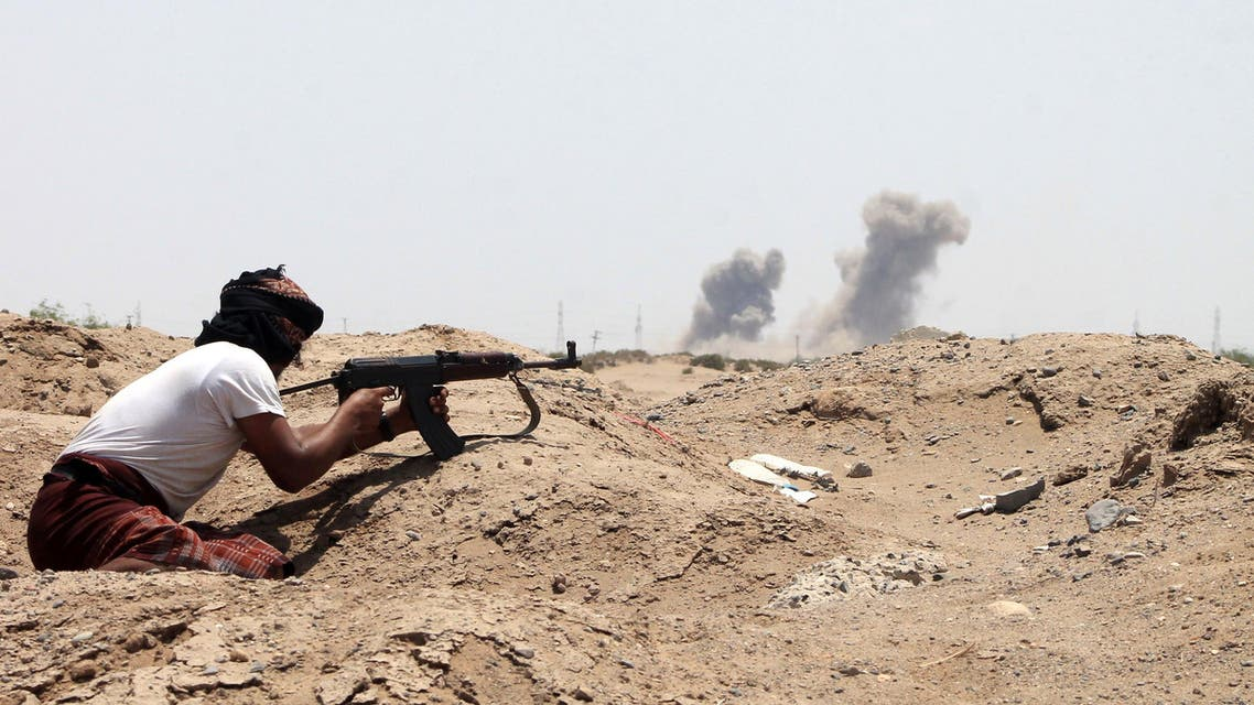 A Yemeni member of the southern separatist movement, loyal to President Abedrabbo Mansour Hadi, keeps position in Aden's suburbs, on June 3, 2015. AFP