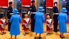 طفلة أهدت الورد لملكة بريطانيا وتلقت صفعة على وجهها