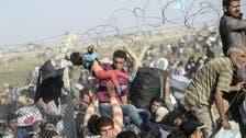 Syrian refugees fleeing Tal Abyad cross into Turkey