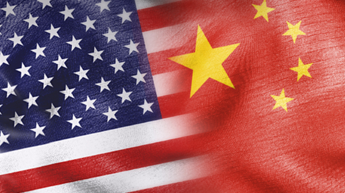 العلم الصيني والأميركي