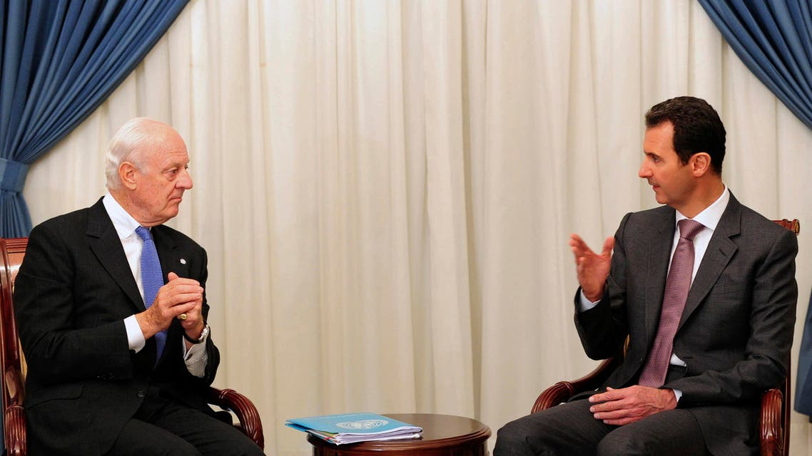 Syrian President Bashar Assad (R) speaks with United Nations special envoy to Syria Staffan de Mistura in Damascus on November 10, 2014. (File Photo: AP)