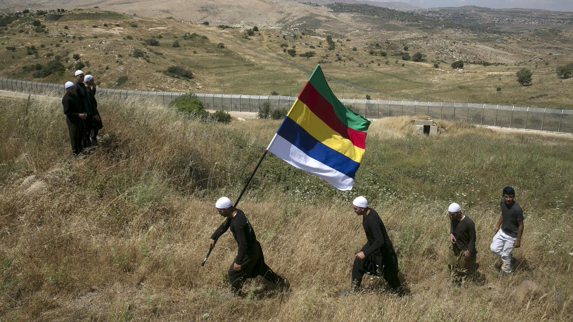 [Window Title] Make a Copy  [Content] Members of the Druze community walk next to the border fence between Syria and the Israeli-occupied Golan Heights, near the Druze village of Majdal Shams, as others watch the fighting in Syria's ongoing civil war, in this June 16, 2015 file picture. (Reuters) The path is too long. Try a shorter name.  [OK]