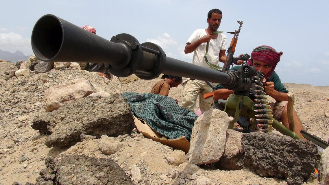 A fighter from the Southern Popular Resistance mans a machine gun at the front line of fighting against Houthi militiamen. (File: Reuters)