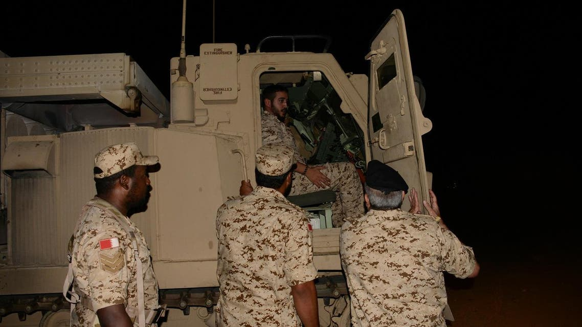 نجل عاهل البحرين يزور القوات البحرينية بجازان
