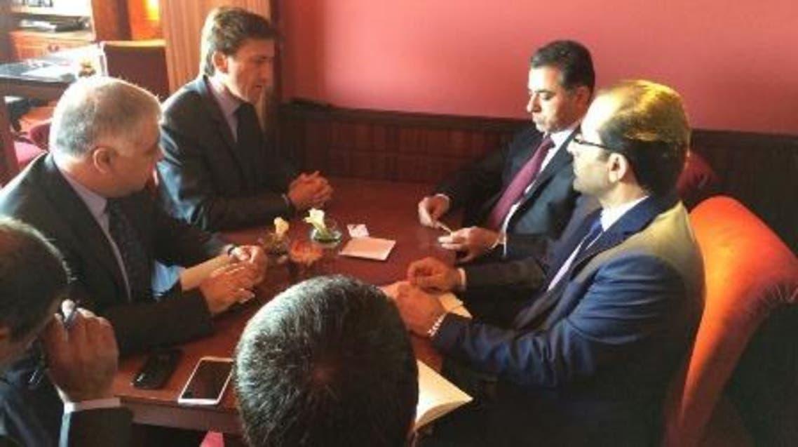 محمد الغبان مع مسؤولي شركة أيرباص