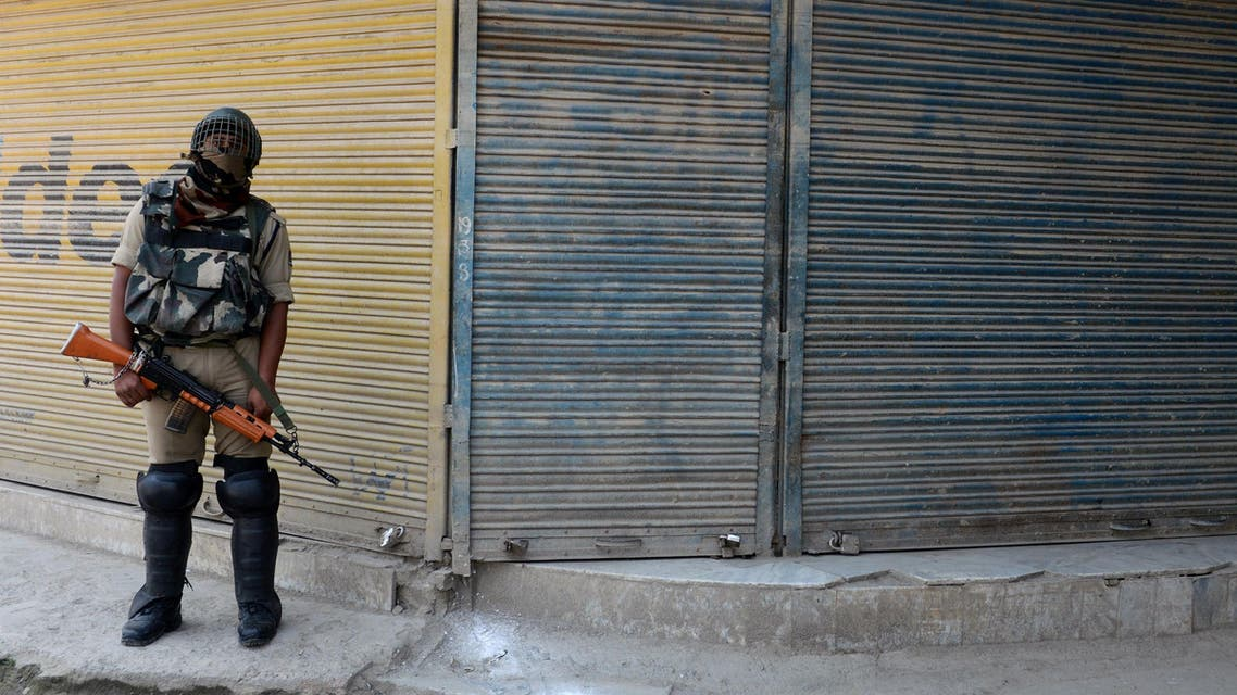 TM3181 - Srinagar, jammu and kashmir, INDIA : An Indian paramilitary trooper stands guard in front of shuttered shops in Srinagar on June 17, 2015 during a one-day strike called by seperatist groups against a recent spate of mysterious killings in Indian-administered Kashmir. Six former rebels and seperatist activists have been killed in Sopore area of the disputed region during the last three weeks.AFP PHOTO/Tauseef MUSTAFA