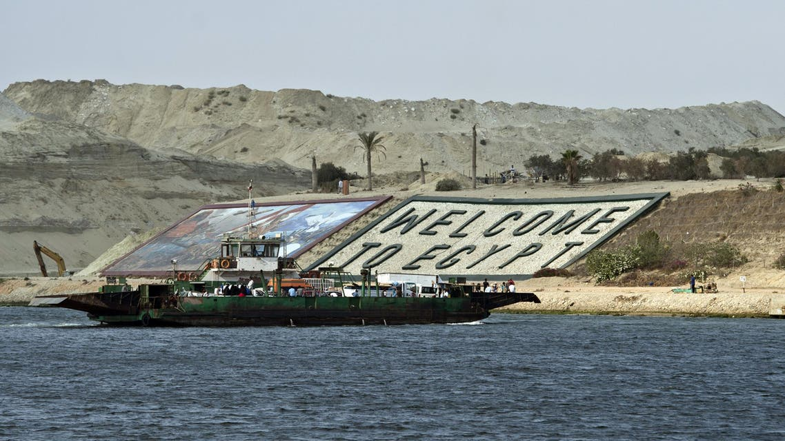 A ferry transporting cars and people crosses the Suez Canal in the Egyptian port city of Ismailia, east of Cairo. (File photo: AFP)