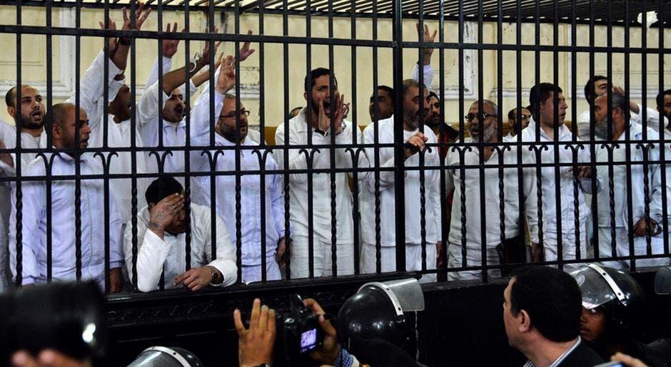 """بعض عناصر الإخوان أثناء المحاكمة """"أرشيفية"""""""