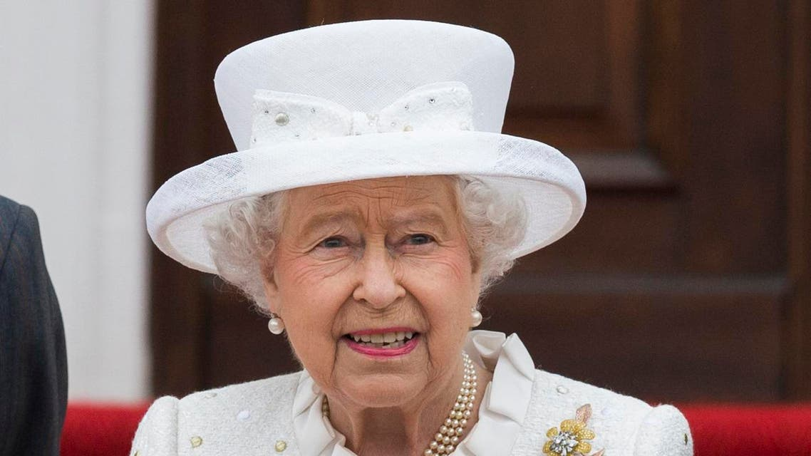 Britain's Queen Elizabeth II arrives at Bellevue Palace in Germany's capital Berlin, Wednesday June 24, 2015. Queen Elizabeth II and her husband Prince Philip are on an official visit to Germany until Friday, June 26. (AP Photo/Gero Breloer)
