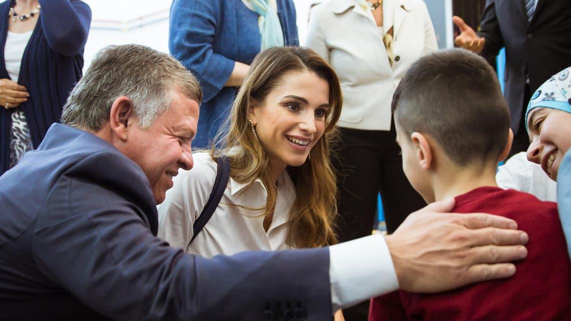 العاهل الأردني والملكة رانيا يزوران مركز الأردن للتدريب
