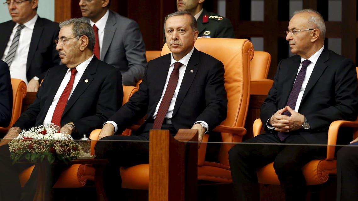 Turkey's President Tayyip Erdogan (front row, C), flanked by parliamentarian Seyit Eyuboglu (front row, L) and Presidency Secretary-General Fahri Kasirga (R), watches a swearing-in ceremony at the Turkish parliament in Ankara, Turkey, June 23, 2015  (Reuters)