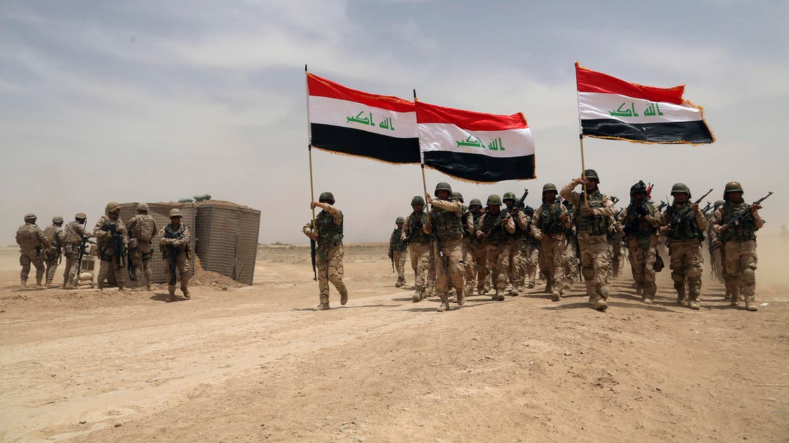 U.S. soldiers, left, participate in a training mission with Iraqi army soldiers outside Baghdad, Iraq, Wednesday, May 27, 2015. (File Photo: AP)