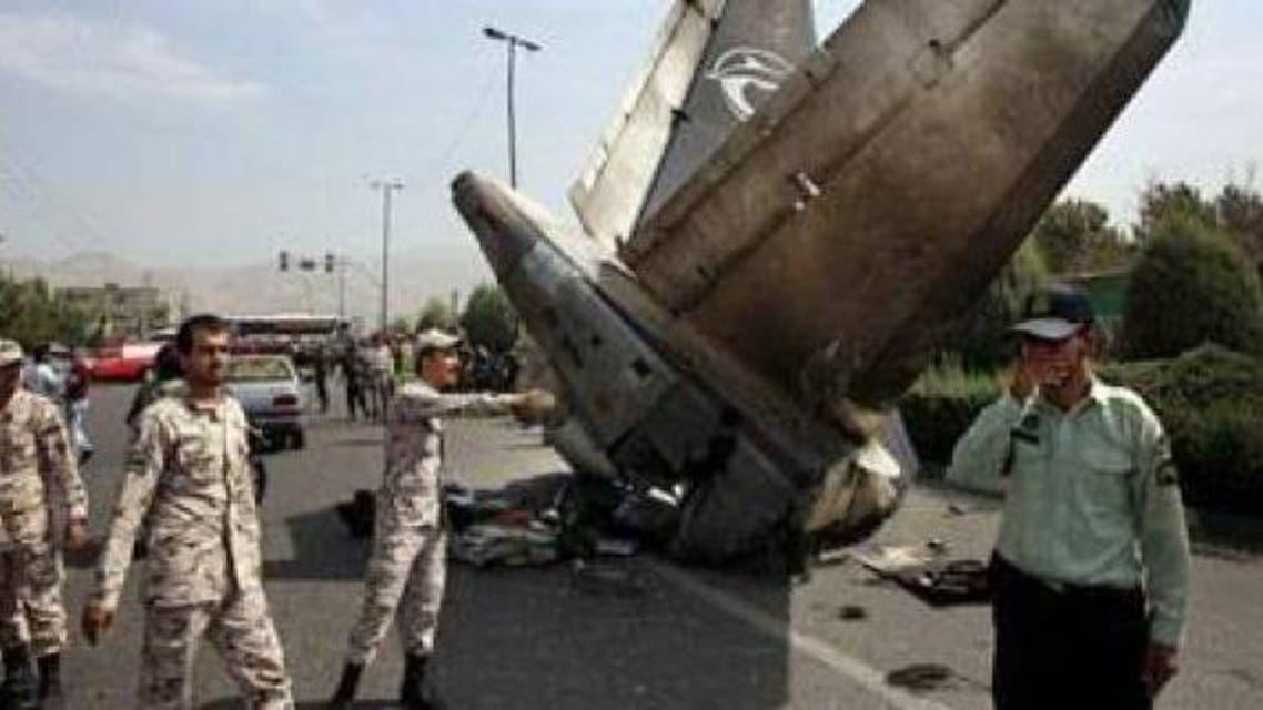 الطائرة سقطت فوق منزلين وسيارة