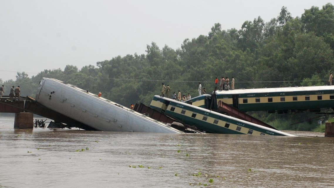 Pakistan Army soldiers and rescue workers conduct search operations at the site after a train fell in a canal near Gujranwala, Pakistan, July 2, 2015. (Reuters)