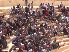 A crowd look on as the death sentence is read to the 25 Syrian soldiers in the ancient Palmyra amphitheater (Video grab)