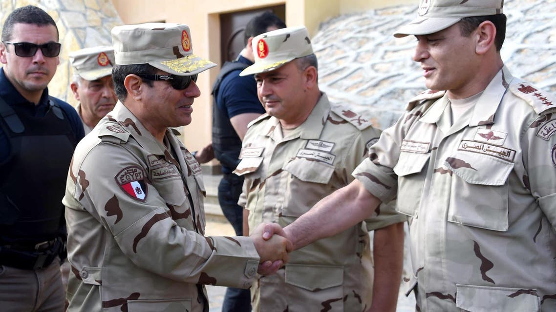 A handout picture released by the Egyptian Presidency on July 4, 2015, shows Egyptian President Abdel Fattah al-Sisi (L) shaking hands with a member of the security forces during a visit to the Sinai Peninsula following a wave of deadly attacks on armed forces by the Islamic State jihadists. AFP