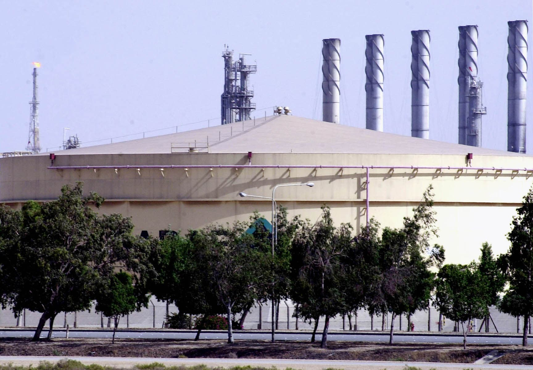 A fuel storage tank at the Saudi Aramco Shell oil refinery in Jubail, Saudi Arabia. (File Photo: AP)