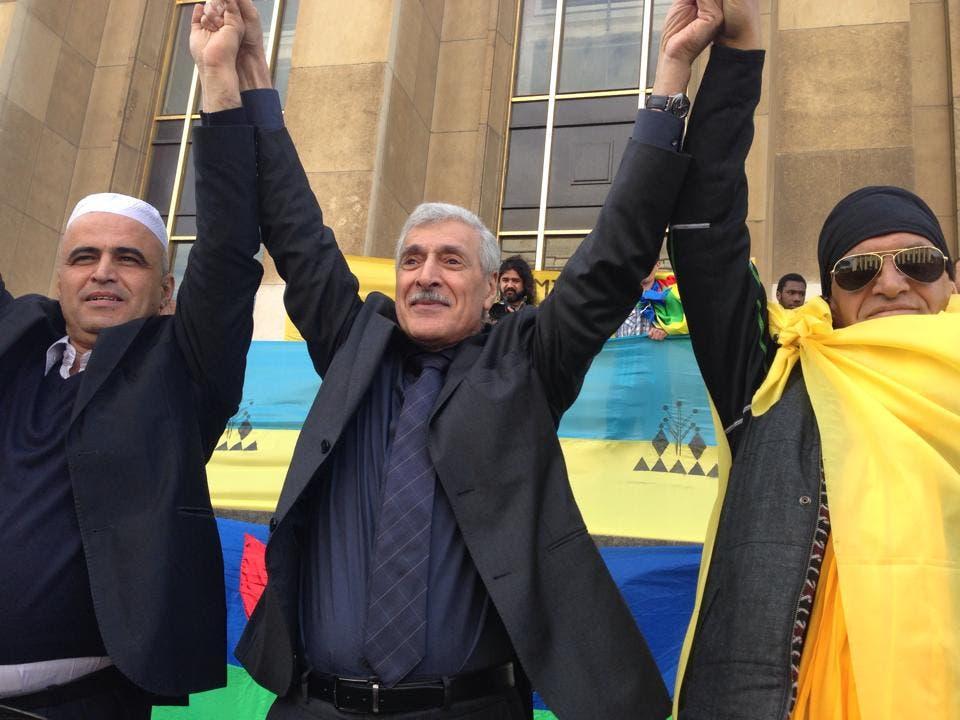 فخار إلى اليسار مع مؤسس حركة الحكم الذاتي فرحات مهني