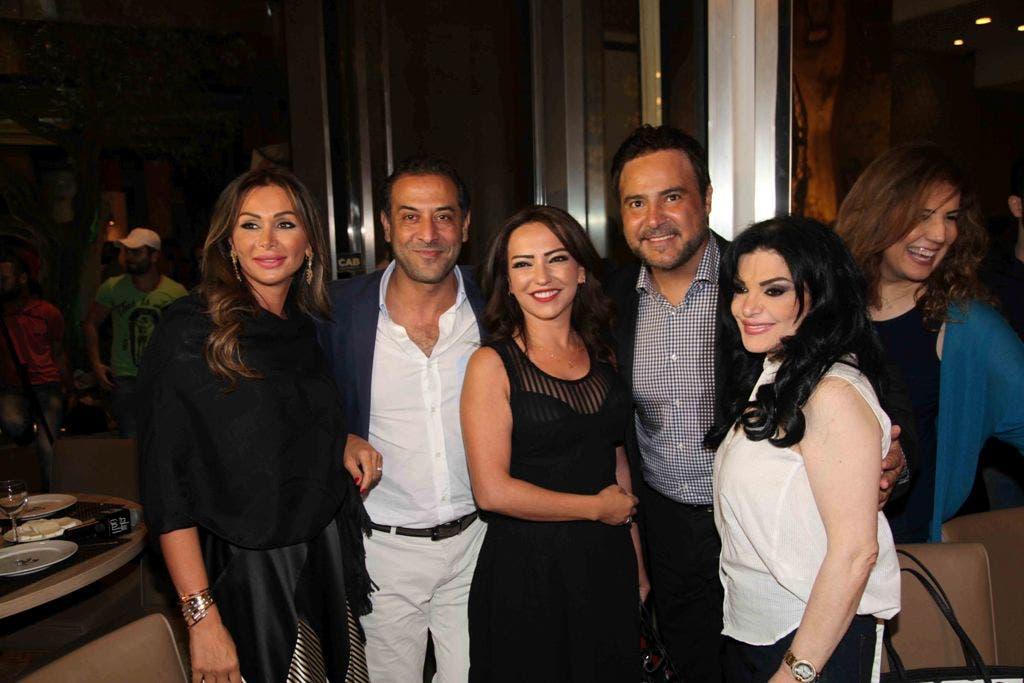 عاصي حلاني محاطا بزوجته والممثلة أمل عرفة وزوجها عبد المنعم العمايري