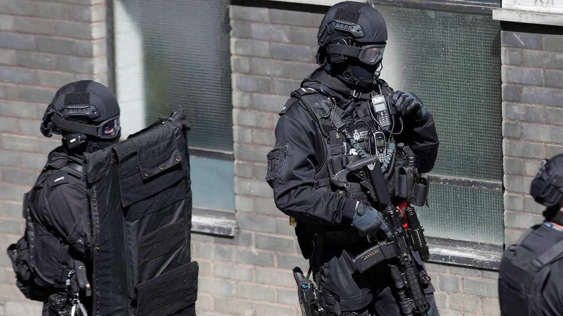 London Metropolitan Police take part in Exercise Strong Tower, removing actors as casualties from the scene of a mock terror attack at a disused underground station in central London, Britain June 30, 2015. (Reuters)