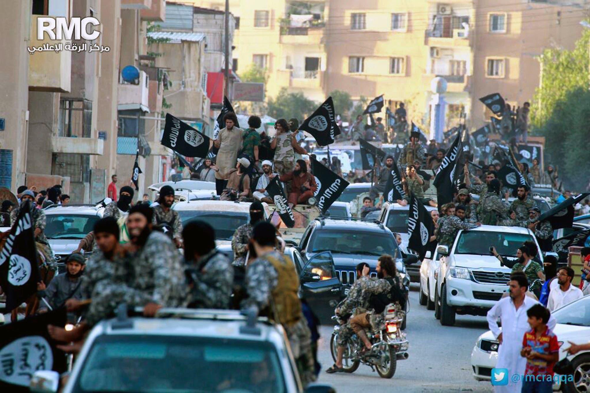 عناصر من مقاتلي داعش في الرقة(أرشيفية)