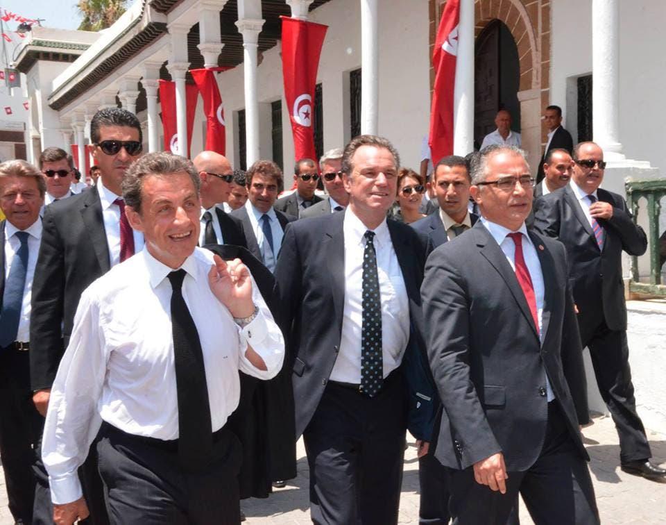 ساركوزي برفقة مرزوق أمين عام نداء تونس في شوارع العاصمة تونس