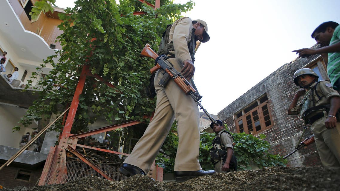 Indian Central Reserve Police Force (CRPF) personnel inspect the site of a grenade attack next to a telecom tower in Srinagar, July 24, 2015. (AP)