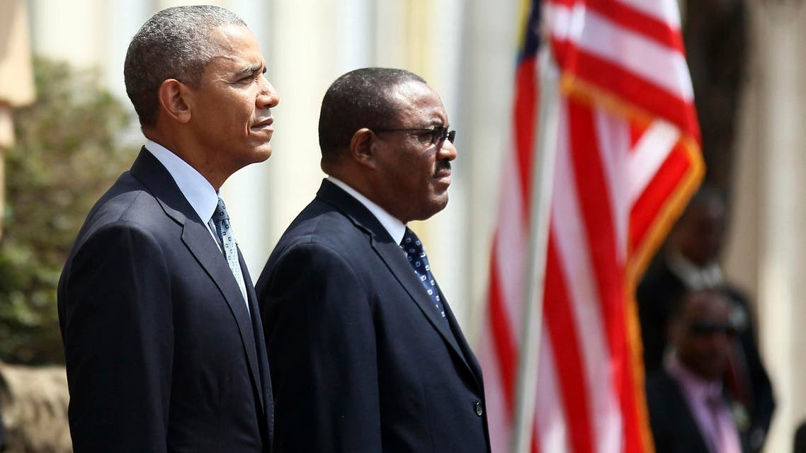 U.S. President Barack Obama (L) takes part in a welcome ceremony with Ethiopia's Prime Minister Hailemariam Desalegn (R) at the National Palace in Addis Ababa, Ethiopia July 27, 2015.(Reuters)