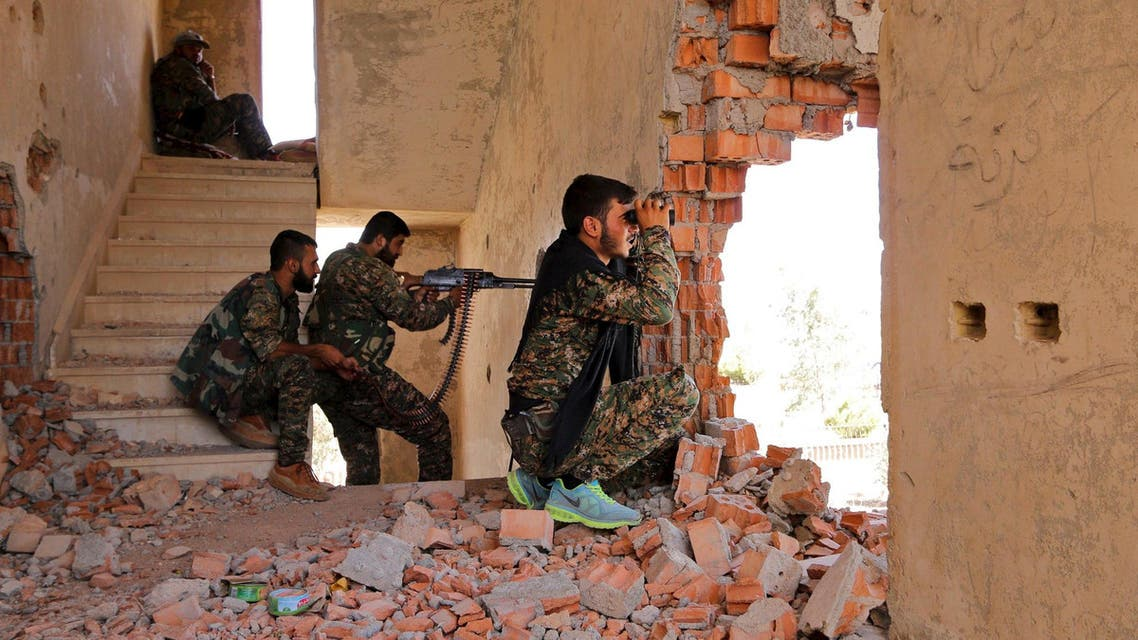 Kurdish People's Protection Units (YPG) fighters take up positions inside a damaged building in al-Vilat al-Homor neighborhood in Hasaka city, as they monitor the movements of Islamic State fighters who are stationed in Ghwayran neighborhood in Hasaka city. (FIle: Reuters)