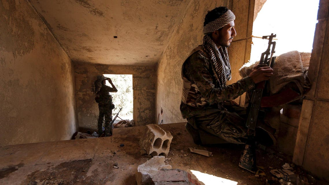 Kurdish People's Protection Units (YPG) fighters take up positions inside a damaged building in al-Vilat al-Homor neighborhood in Hasaka city, as they monitor the movements of Islamic State fighters who are stationed in Ghwayran neighborhood in Hasaka city, Syria July 22, 2015. A Syrian Kurdish militia said on Monday it was in near full control of the northeastern city of Hasaka, expanding its sway at the expense of the Damascus government in the wake of an Islamic State attack in the area. Full control of Hasaka - which was split between the Kurds and Damascus until last month - would be a major gain for the autonomous Kurdish administration that is fighting Islamic State in Syria in partnership with Washington. Picture taken July 22, 2015. REUTERS/Rodi Said