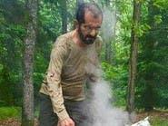 الشيخ محمد بن راشد خلال رحلة يجهز فيها الطعام لأصدقائه