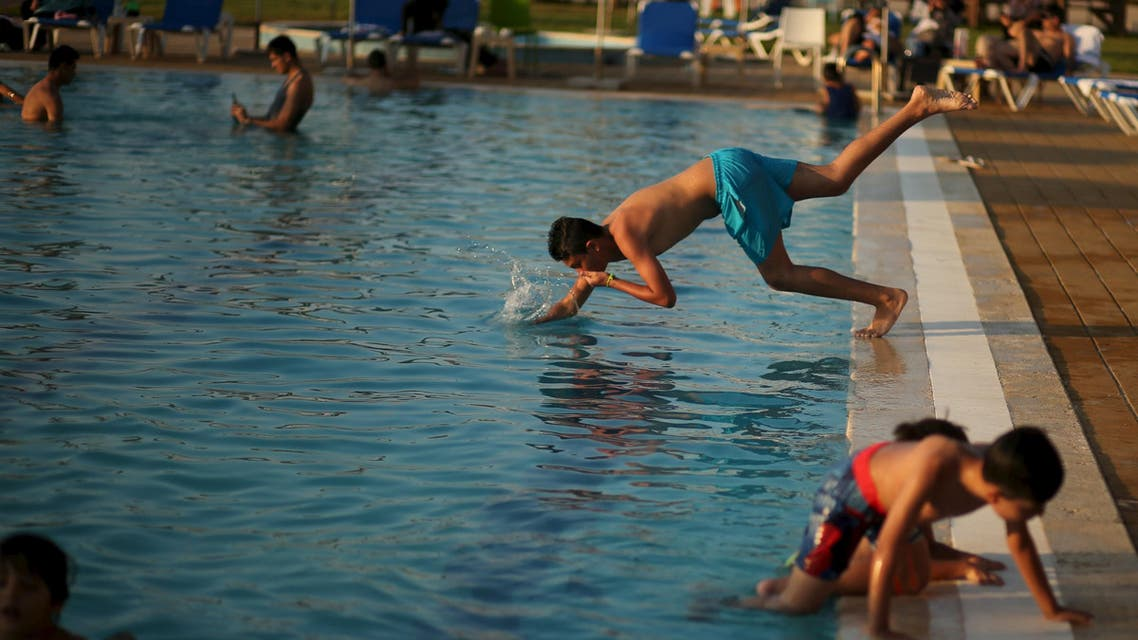 Palestinians, Iraqis enjoy swimming amid summer heat