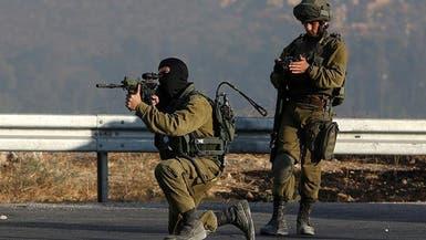 الاحتلال يقتل فلسطينياً على حدود غزة.. ويستهدف مركزاً لحماس