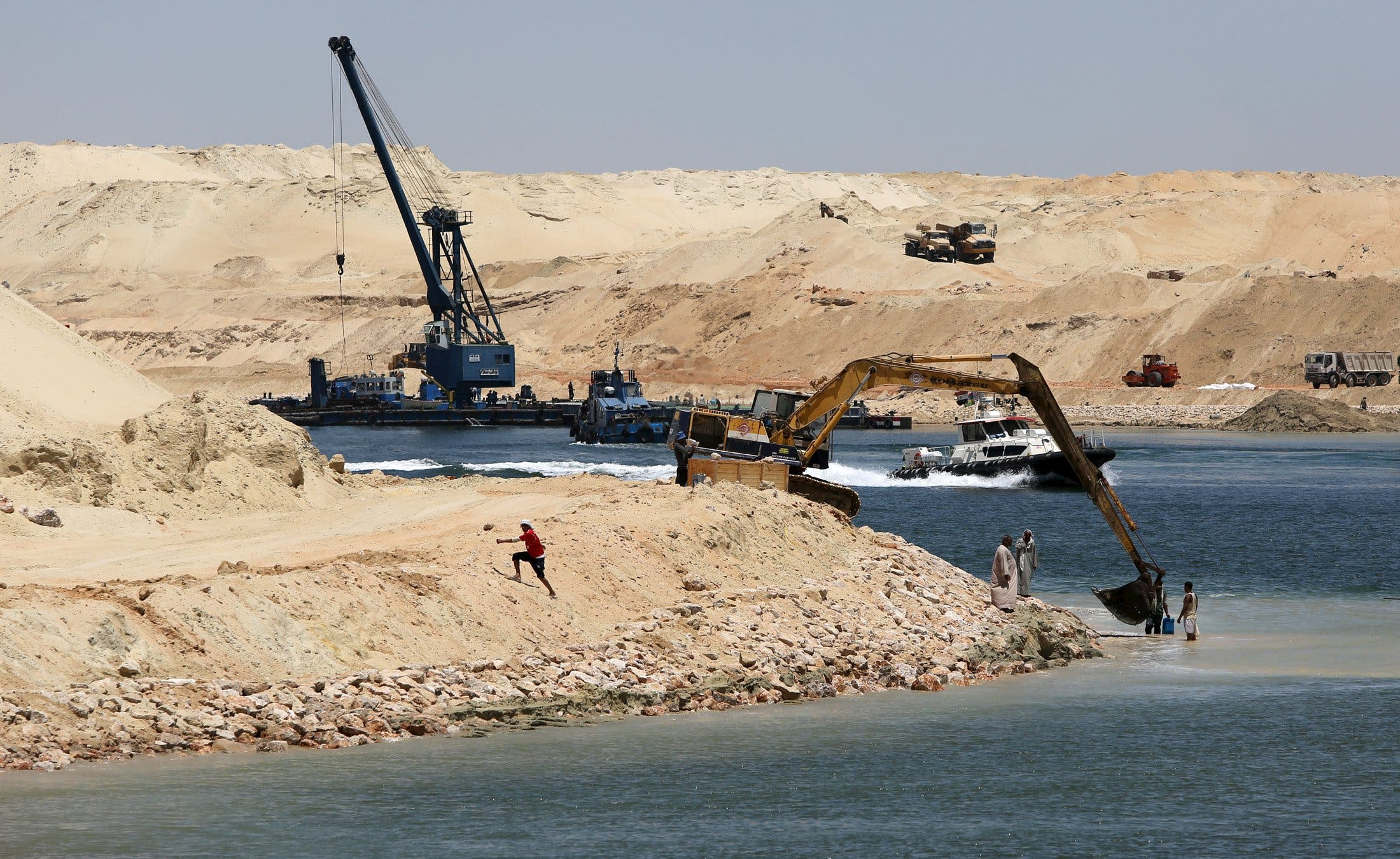 Dredge work is carried out at the New Suez Canal, Ismailia, Egypt, July 29, 2015. Reuters