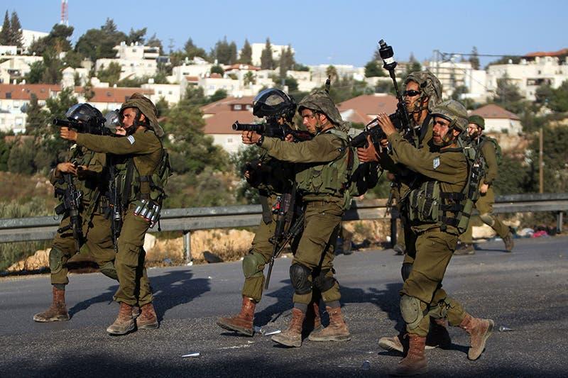 مواجهات بين شبان فلسطينيين والجيش الاسرائيلي اعقبت حادثة احراق الطفل في دوما