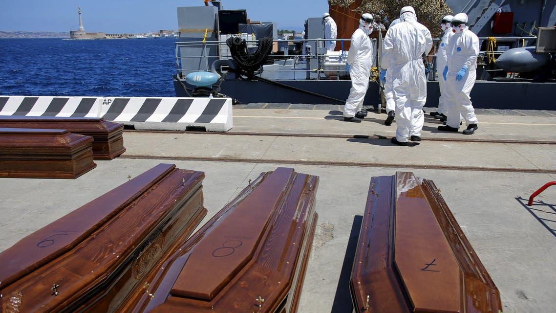 جثث لمهاجرين حاولوا الوصول بحراً إلى إيطاليا
