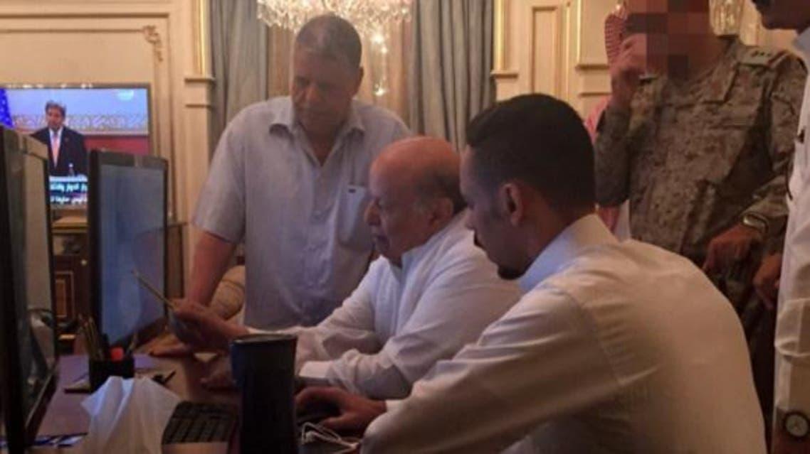 الرئيس اليمني عبد ربه منصور هادي في غرفة العمليات